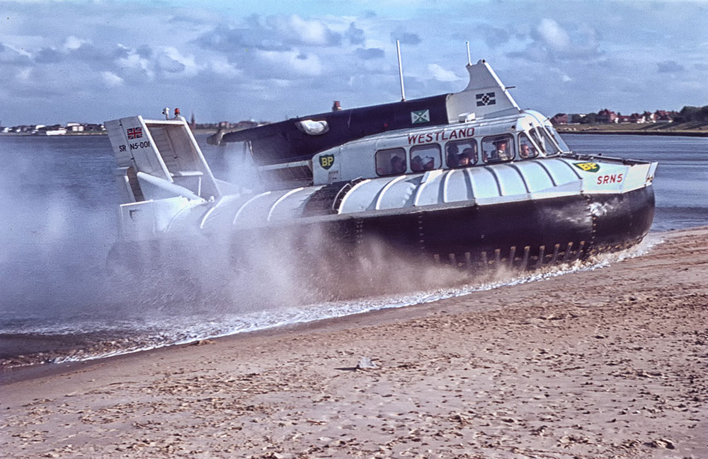 An SR.N5 craft leaving the sea onto a beach.